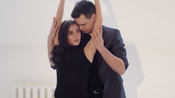 Видео с сексуальными девушками в бальных танцах, порнуха онлайн большой сиськами