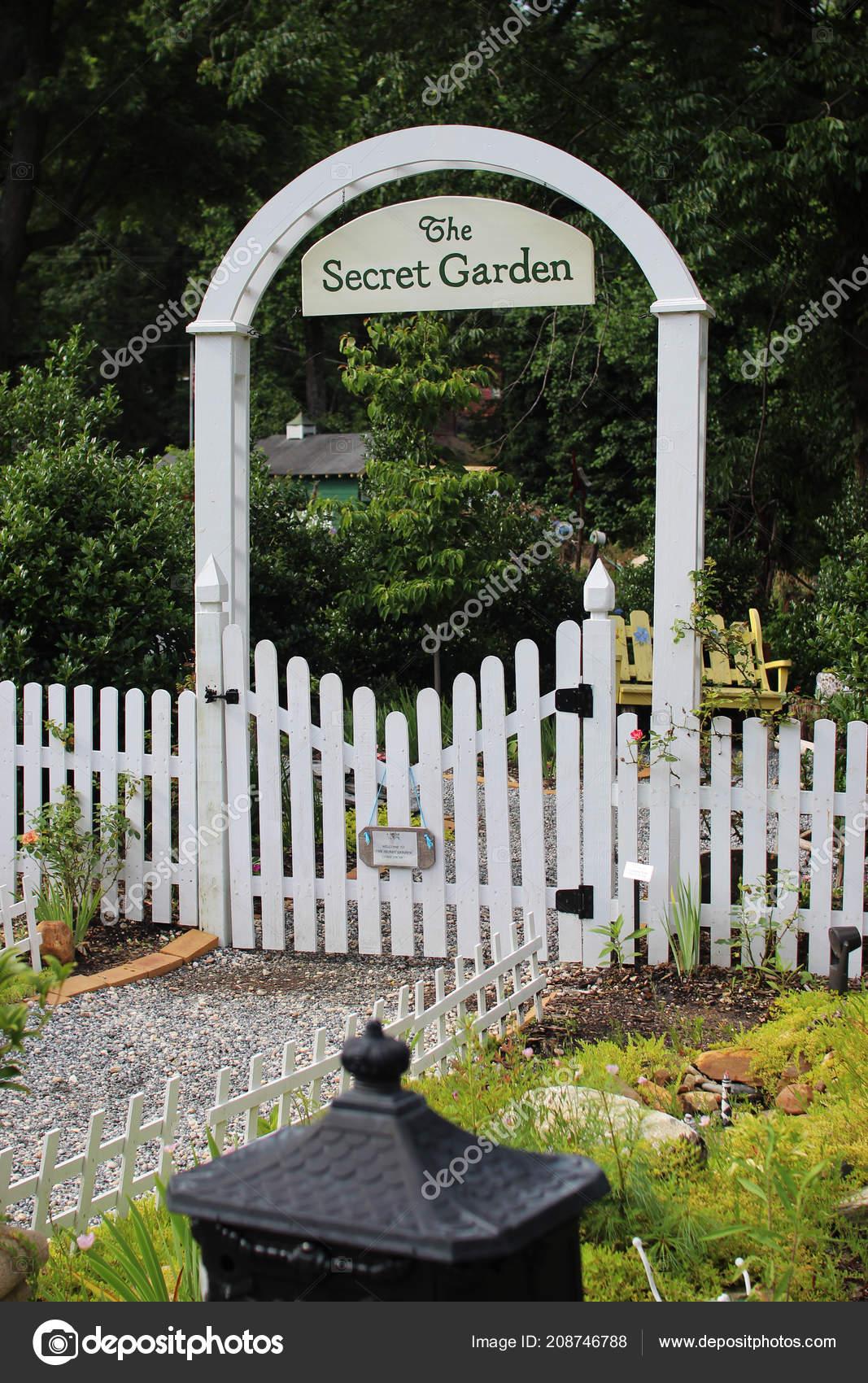Beau Parc Avec Beaucoup Fleurs Jardin Secret Chimney Rock Caroline ...