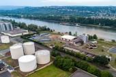 koblenz deutschland 21.07.2018 Luftaufnahme einer modernen industriellen Kläranlage am Rhein