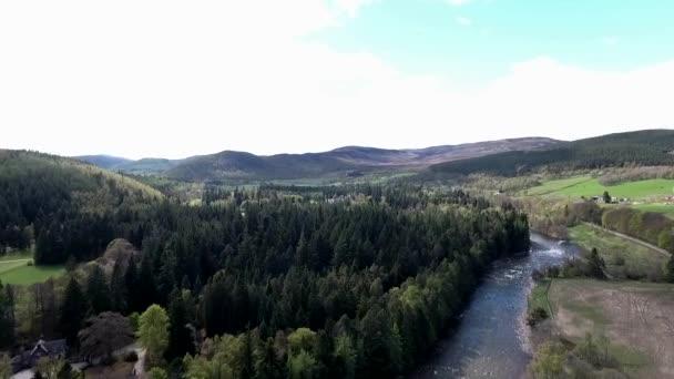 Aearial colpo di paesaggio di foresta del Parco Castello Scozia Gran Bretagna