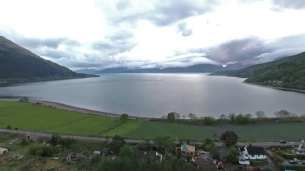 letecký snímek hory Glen Coe Loch Linnhe moře Ballchulish most západní Vysočiny Skotska