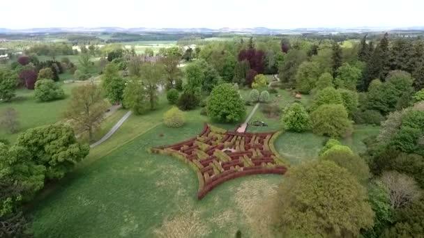 Aearial colpo di un parco nel castello della foresta paesaggio Scozia Gran Bretagna