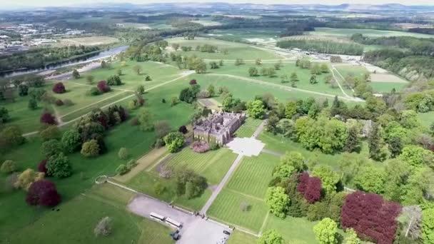 Aearial záběr parku v lesní krajině hrad Skotska Velká Británie