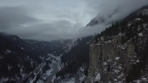 Aerial Landschaftsansicht Lion Berge in Vancouver North Shore in der Nähe von Howe Sound, British Columbia, Kanada.