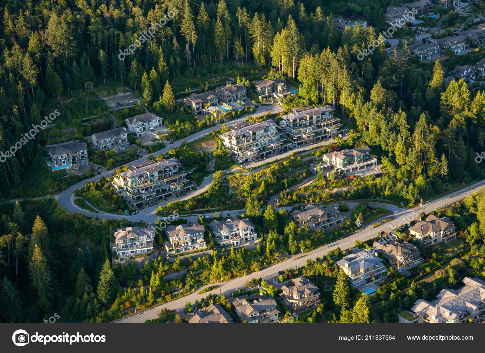 Aerial View Big Luxury Homes Hill Vibrant Sunny Summer Day U2014 Stock Photo