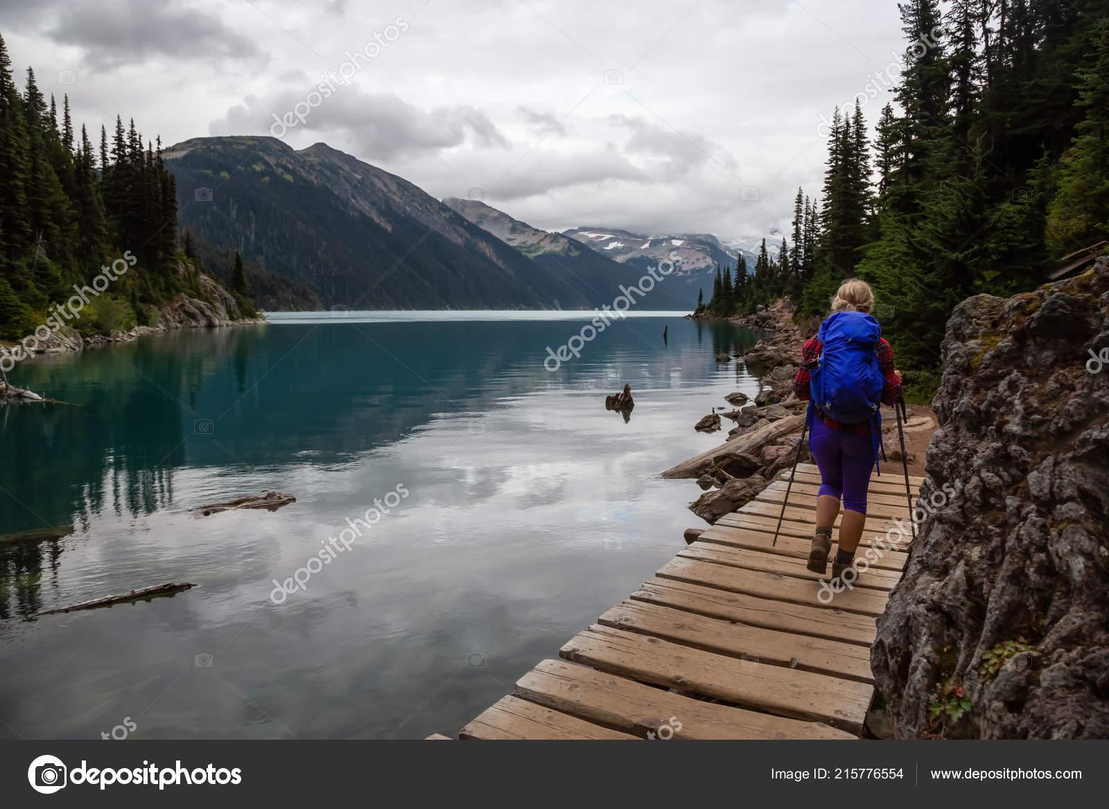 639cf1f15d71 Girl Hiking Trail Nature Vibrant Cloudy Summer Day Taken Garibaldi — Stock  Photo