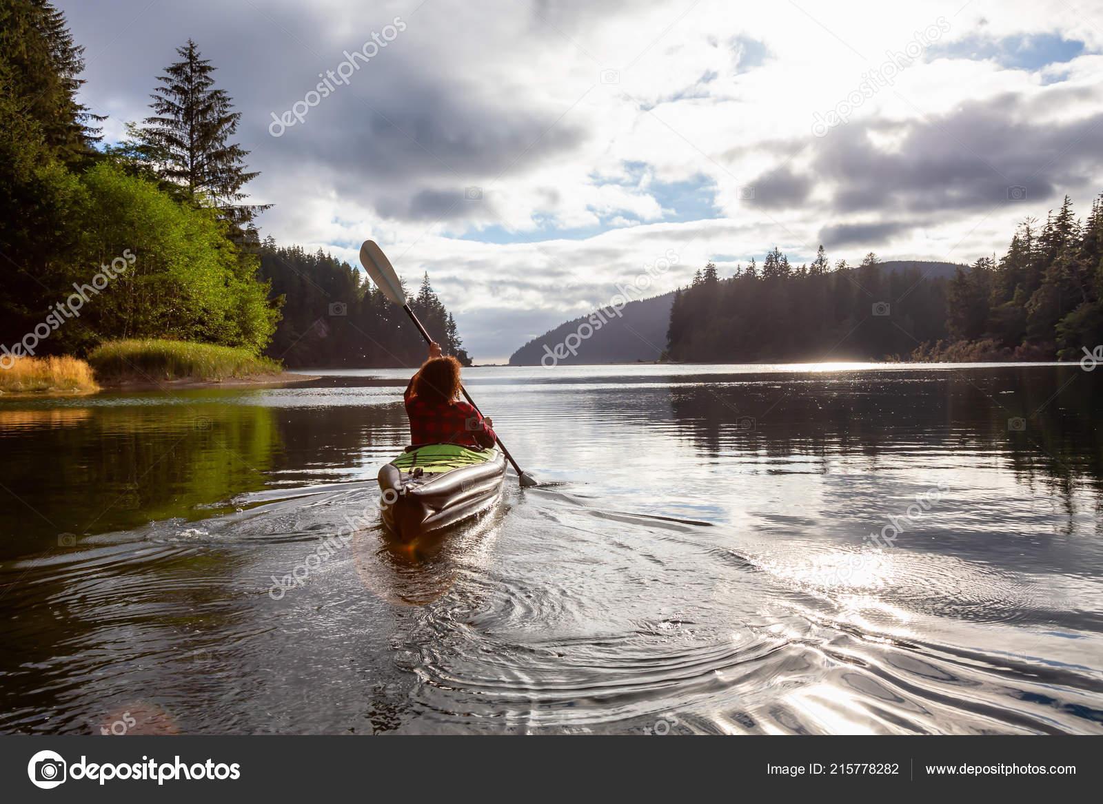 d86af2aefd0e Girl Kayaking River Cloudy Summer Day Taken Cape Scott Provincial — Stock  Photo