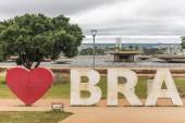 i love brasilia steht in riesigen Lettern in den Gärten von Burle Marx, Zentralbrasilien, Bundesbezirk, Hauptstadt Brasiliens