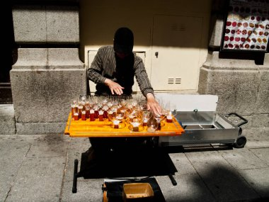 man playing on glasses, Madrid, Spain