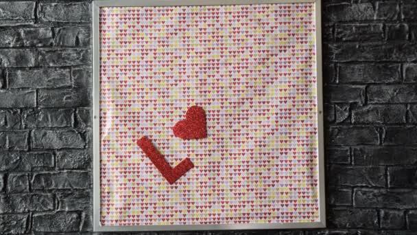 írt szerelmes piros betűkkel és a szív