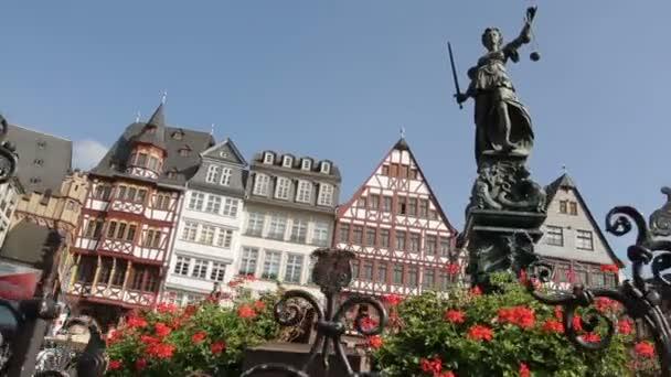 Frankfurt, Németország-Romerberg Óvárosi tér, Justitia szobor.
