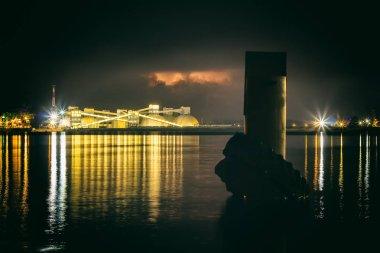 """Картина, постер, плакат, фотообои """"нефтяной терминал в риге, латвия в летнюю ночь, грозовые тучи над ним, пейзаж """", артикул 213622504"""