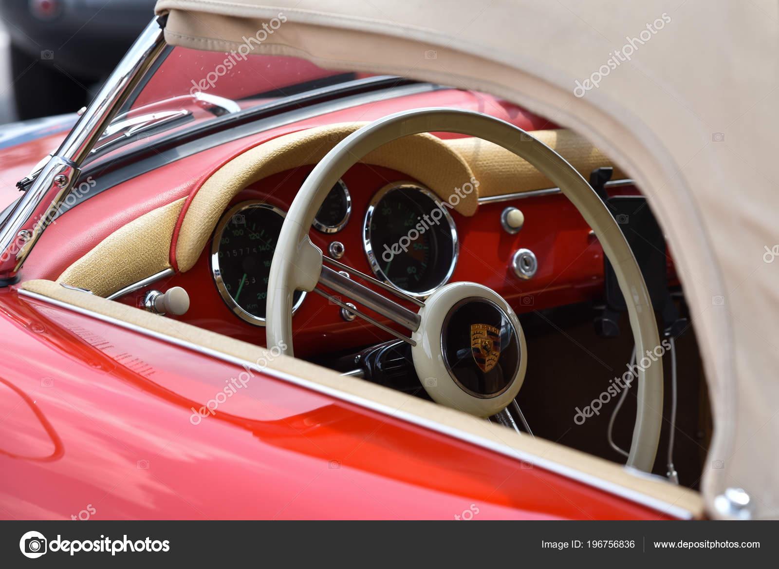 Monza Italia Mayo Interior Coche Clasico Con Close Volante Viejo