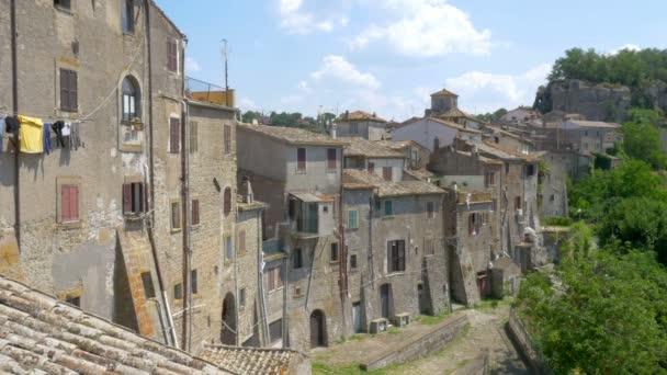 Panorama einer mittelalterlichen Steinstadt auf einem Hügel