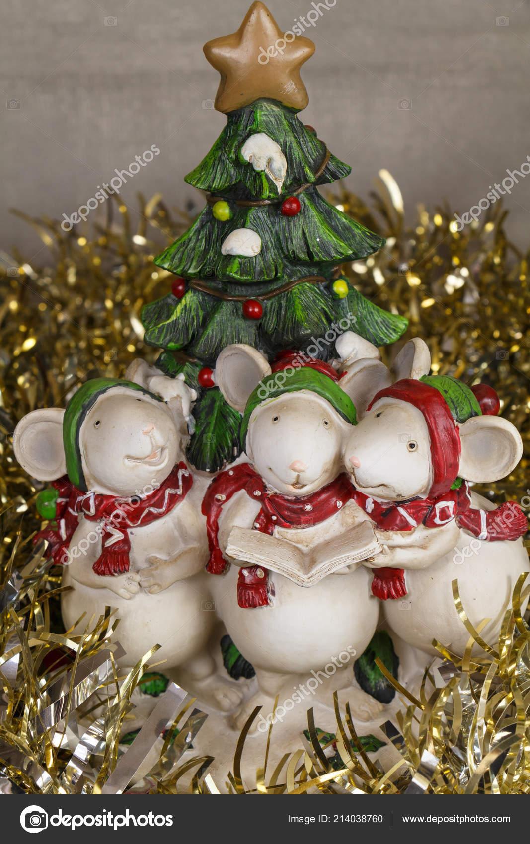Tannenbaum Singen.Mäuse Figuren Für Weihnachten Tannenbaum Und Goldenen Lametta Singen
