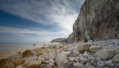 Photo Chalk Cliffs at the France coast with rocky beach view
