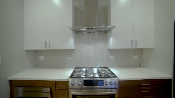 moderní luxusní kuchyně, interiéru procházka, steady cam, minimalistický design