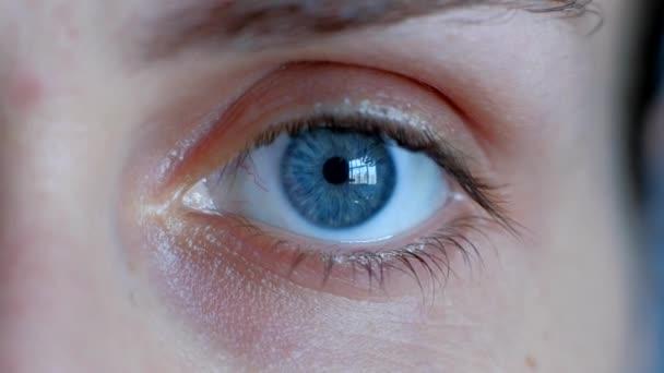 Koncept zdravého vidění. Ženské oko.