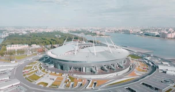 Rusko, Petrohrad, 04 červen 2018: stadion Zenit Arena. Mistrovství světa ve fotbale. Moderní architektura. Konfederační pohár. Letní slunečný den. Fotbal a sport v Evropě. Krásná krajina pozadí