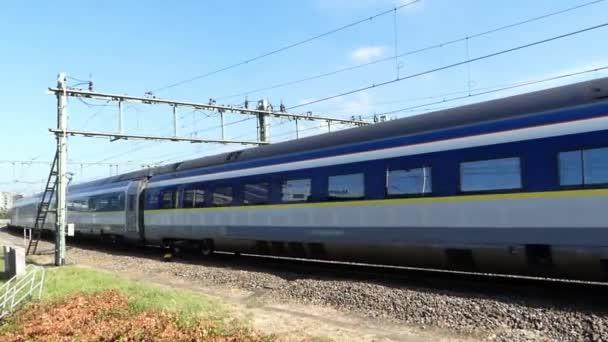 Amsterdam, Nizozemsko červenec 5 2019 – vysokorychlostní vlak Eurostar přijíždí na hlavní nádraží v Amsterdamu
