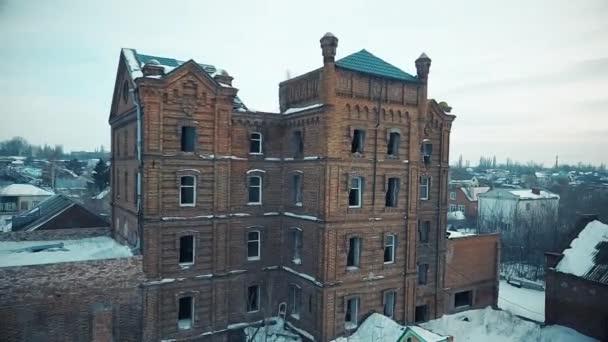 Starý dům s prázdnými okny