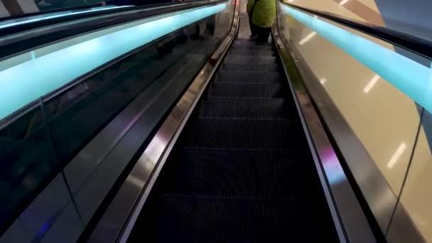 The descent on the escalator