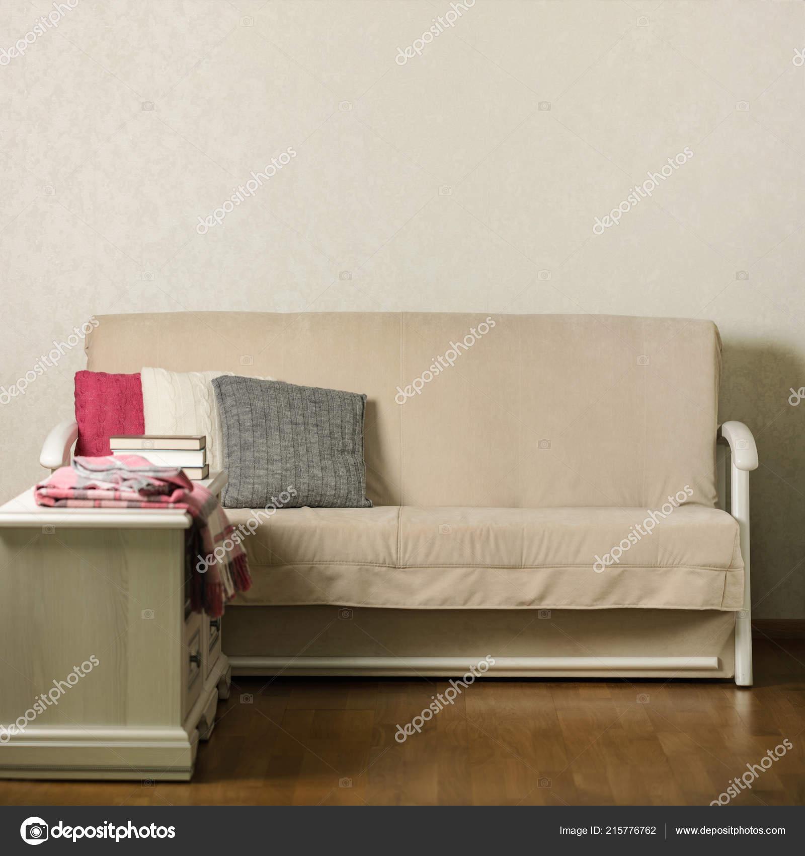 Zalando Cuscini Divano.Tr0d425 Divano Beige Con Plaid Cuscini Colorati Rosa Grigio Bianco