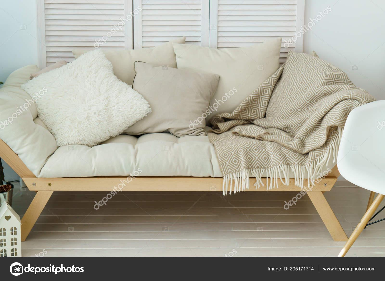 Beige Moderne Couch Stilvollen Wohnzimmer — Stockfoto © Prystai ...