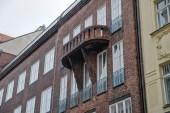 Stence barátait családiház egy szecessziós Salvator utcában, Prága 1 között épült 1909 és 1911 Otakar Novotny építész tervei szerint. A legjobb művészek és más fontos személyiségek az idő ház Stenc barátait is ülésén. Az e