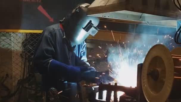 Osobní svařovací díl v továrně Industrial