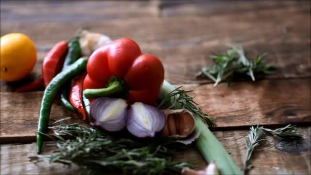 Čerstvá zelenina na stole