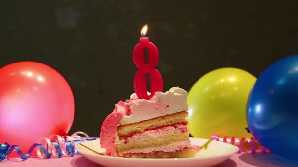 Šťastný, že osmý narozeninový dort a růžová číslo osm svíček s balónky a strana dekor, výročí koncept