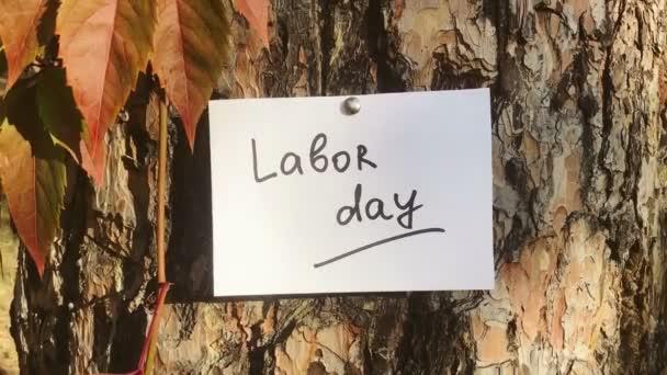 Munkanap - kártya felirattal a természetben, amerikai ünnep