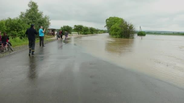 Povodňová voda z hurikánu zaplavujícího krajinu. Zasažená oblast s bouřkovými vlnami