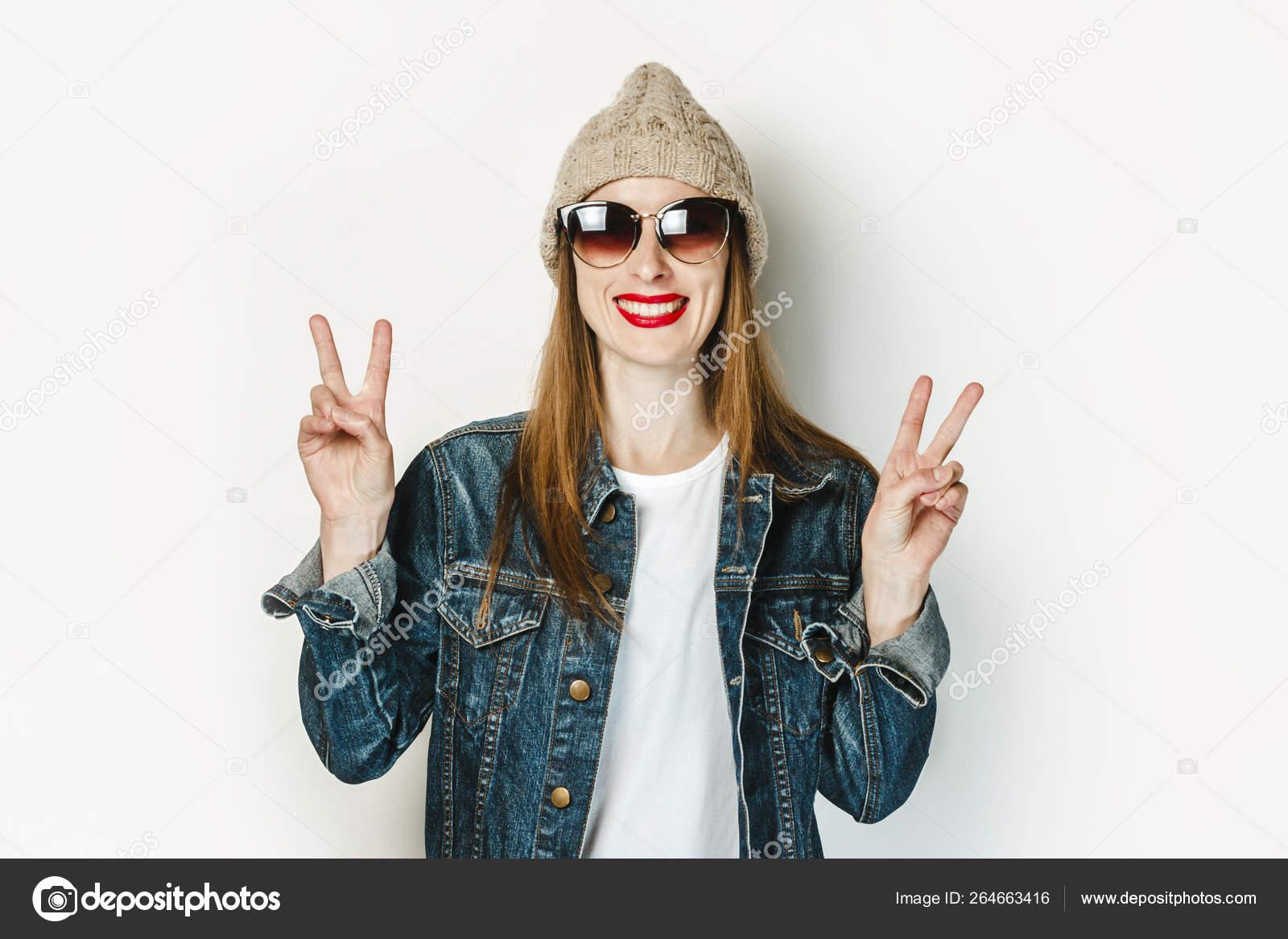 Жесты пальцами на фото у молодежи