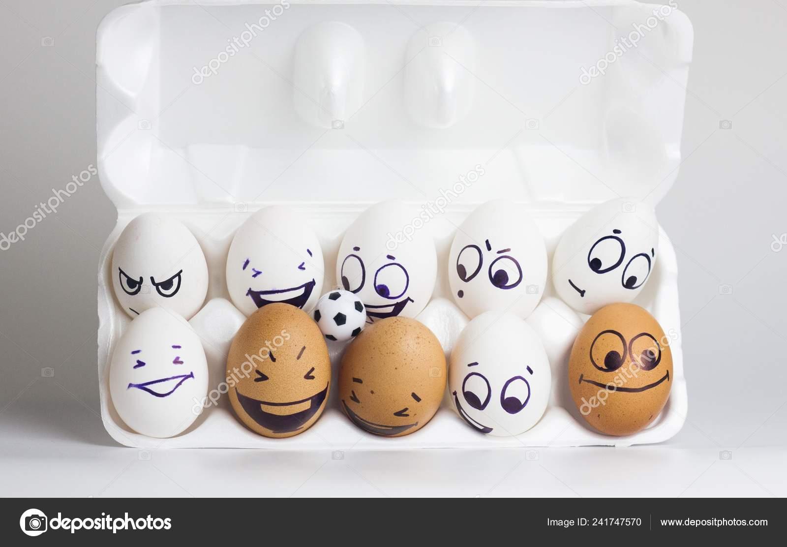 Fussball Ist Lustig Lustige Eier Mit Aufgemalten Gesichtern