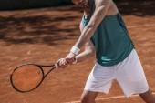 Oříznout záběr tenista provedení zásahu raketou