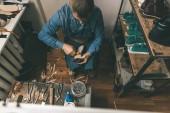 felülnézete érett cipész műhely diy szerszámokkal végzett munka
