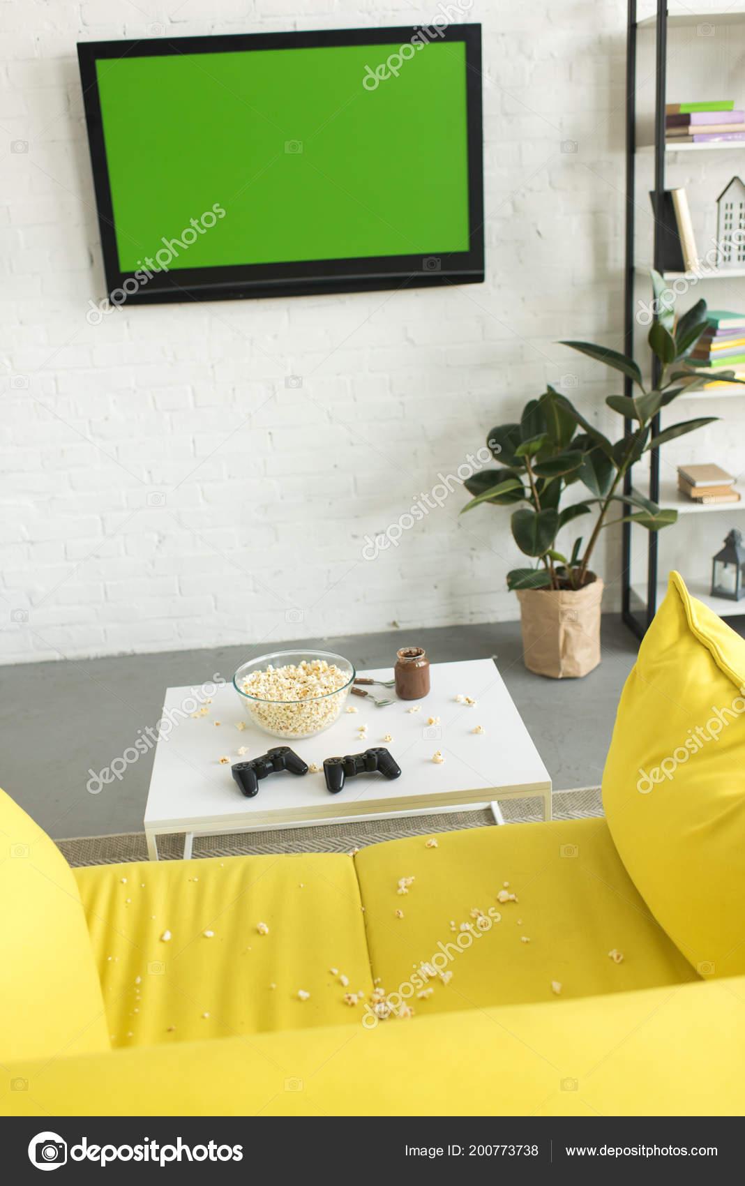 High Angle View Glass Bowl Popcorn Joysticks Table Yellow Sofa U2014 Stock Photo