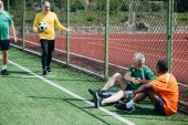 Fotografie Mezirasový sex starších fotbalistů po zápase na zelené louce