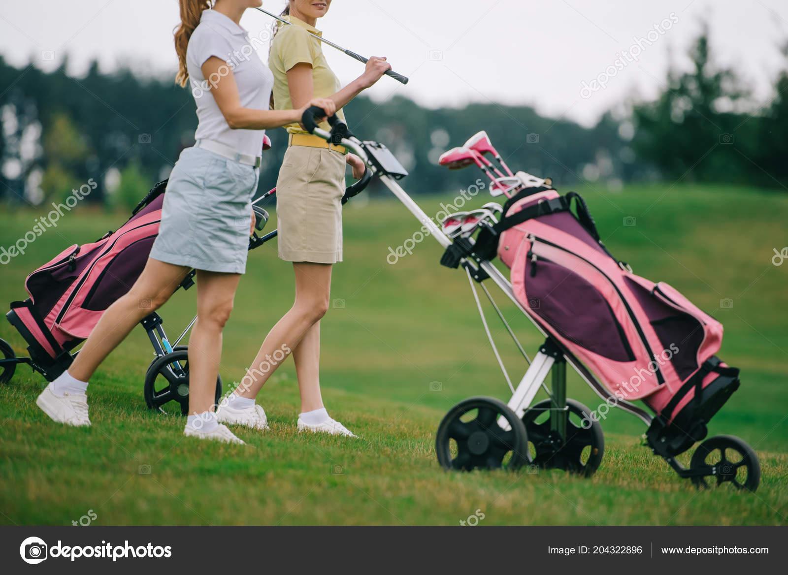 Μερική Άποψη Της Γυναικείας Γκολφ Παίκτες Polos Περπάτημα Στο Γκολφ —  Φωτογραφία Αρχείου bff390af5ab