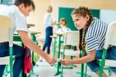 osztálytársai áthaladó üzenet közben mellett ellátó előadás tanár lecke