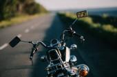 Fotografie cruiser motorbike standing on empty road