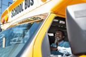 Fotografie Zobrazit přes boční okna na zralé afroamerické řidiče