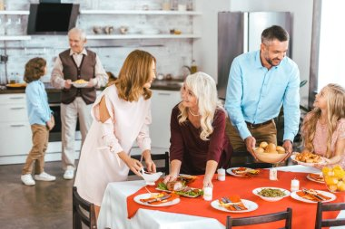 big family spending time together at home during thansgiving