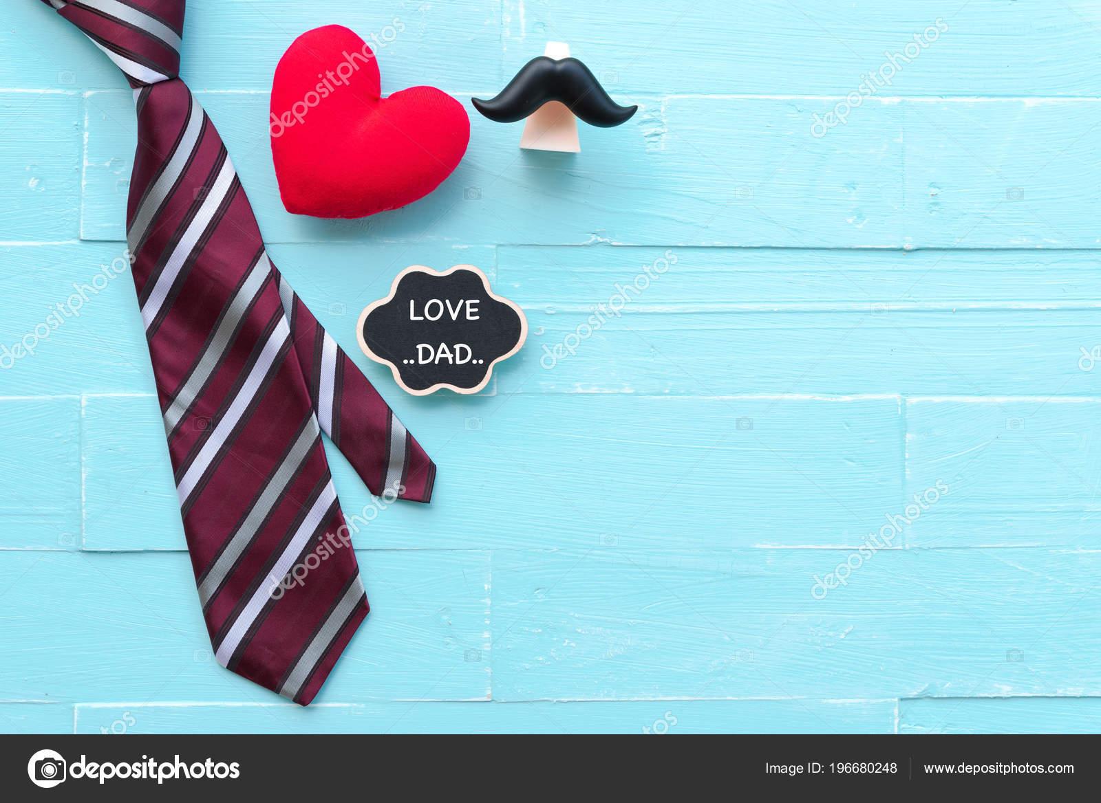 Concepto Del Día Padres Feliz Corbata Roja Bigote Corazón ...