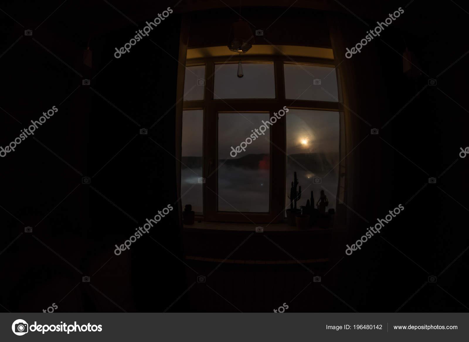 Escena Noche Luna Visto Través Ventana Del Cuarto Oscuro Luna — Foto ...