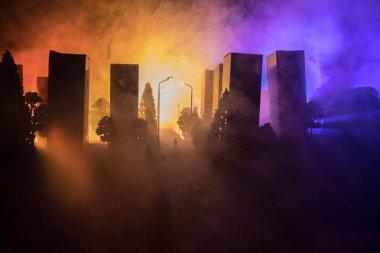 """Картина, постер, плакат, фотообои """"пустая улица сгоревшего города, пламя на земле и вдалеке взрывы дыма. апокалиптический взгляд на центр города как на концепцию плаката о катастрофах. ночная сцена. город разрушен войной."""", артикул 201229998"""