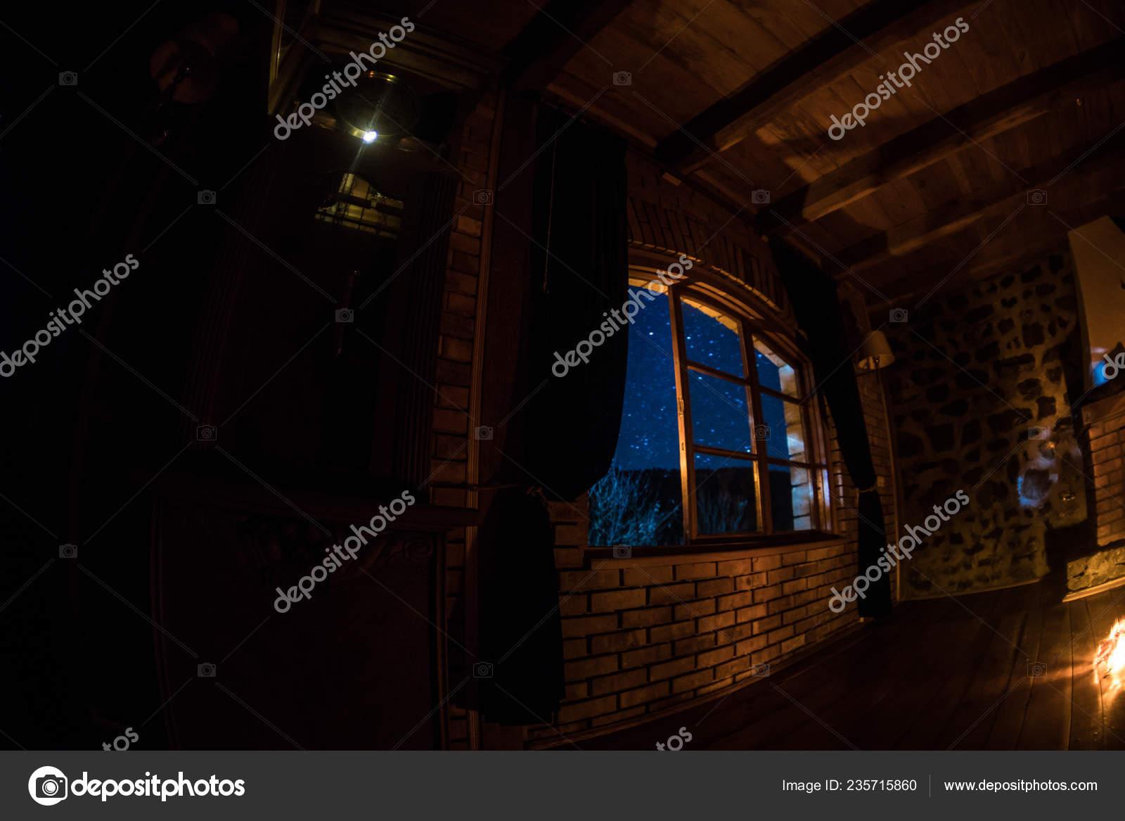 Nachtaufnahme Von Sternen Die Durch Das Fenster Aus Dunklen Raum