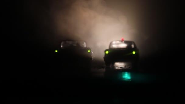 Policejní auta v noci s pozadím mlhy. 911 emergency response policejní auta do činu.